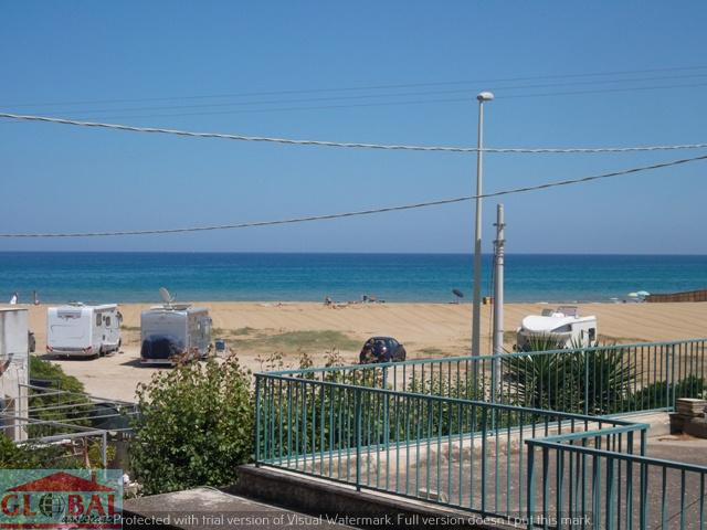 Villetta a pochi metri dal mare Rif: A159